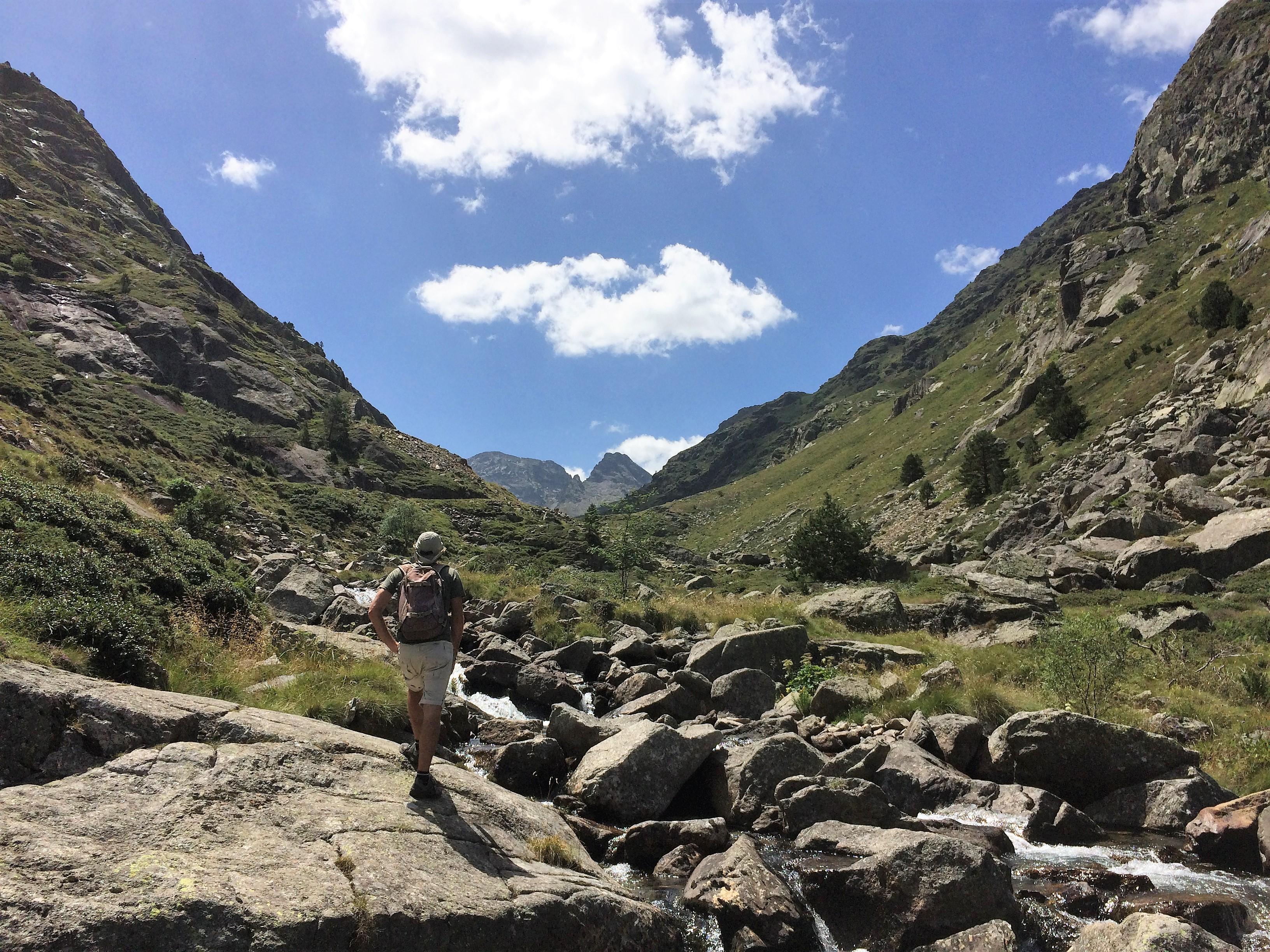 Randonnée dans les rochers au dessus de l'étang de Soulcem